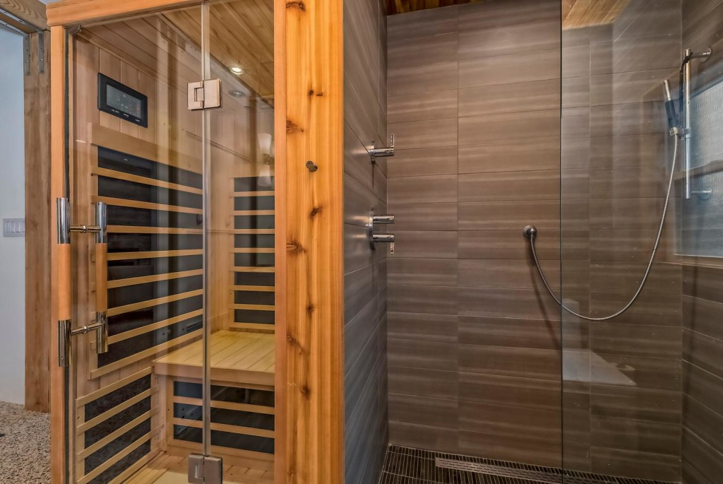 633 Colorado Blvd Denver CO-large-022-12-Master Bath-1496x1000-72dpi